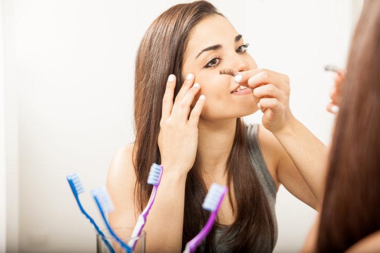 how_to_clean_false_eyelashes