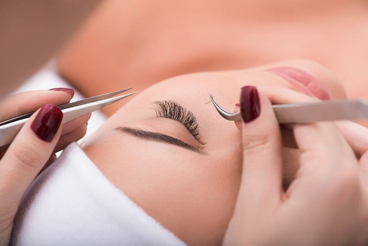 Why Eyelashes Fall Out And How To Stop It