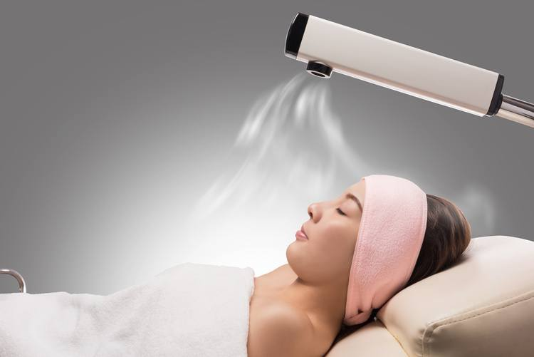 Beauty-treatment-of-face-skin-with-ozone-facial-steamer