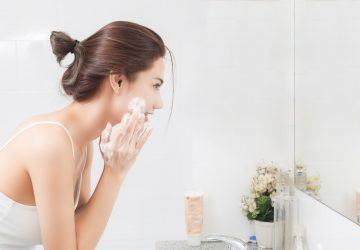 cleanses-the-skin-with-foam-in-bathroom